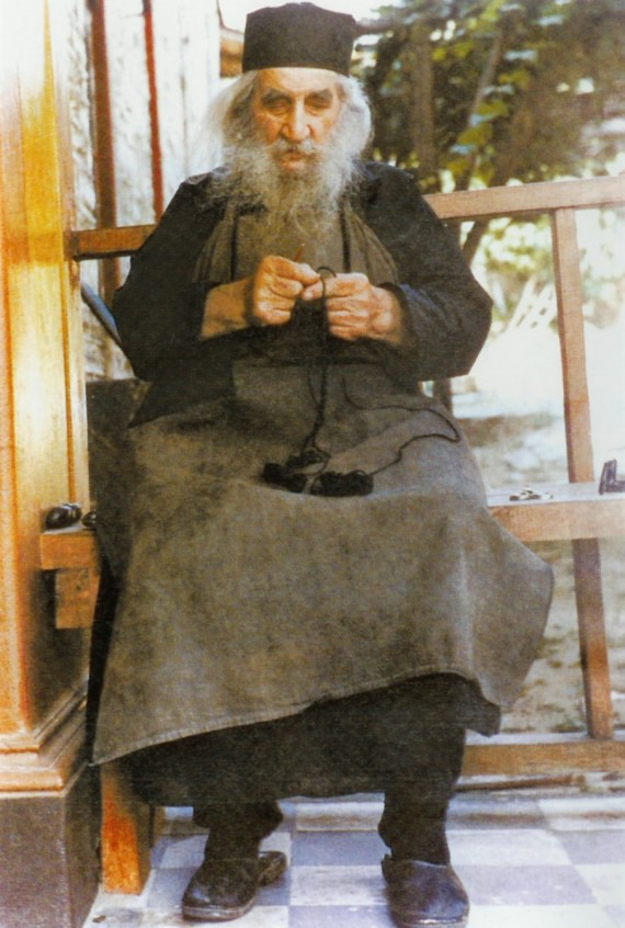 http://www.orthodoxphotos.com/Orthodox_Elders/Greek/Fr._Arsenios/5.jpg