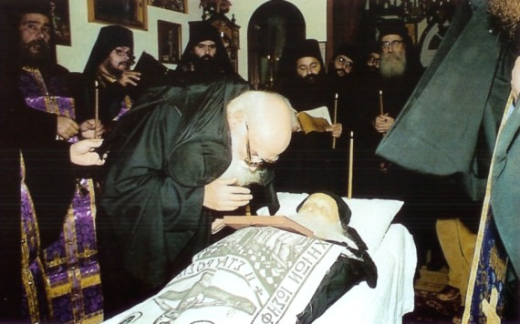 Father Ephraim gives the last kiss to Father Gherasim