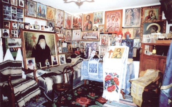 Fr. Cleopa's memorial cell (18)
