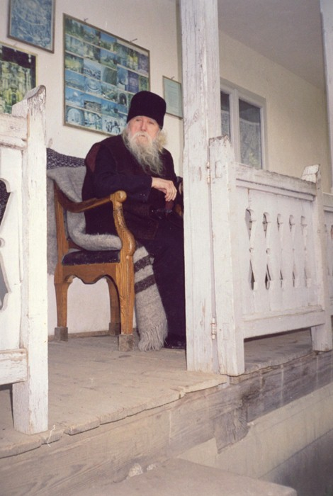 Fr. Cleopa at his cell's entrance (2)