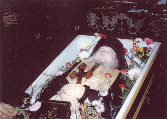 Fr. Cleopa's in his coffin (24)