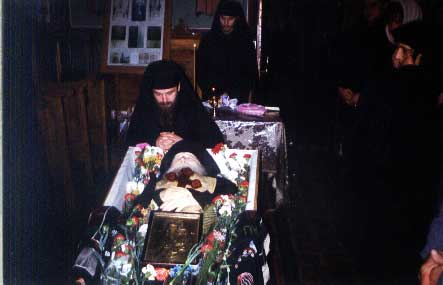 Fr. Cleopa in his coffin (1998) (42)