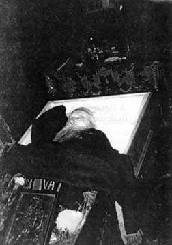 Fr. Cleopa in his coffin (1998) (43)
