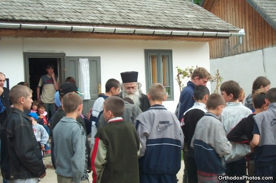 Fr. Iustin with a group of pilgrims (25)