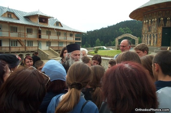 Fr. Iustin with a group of pilgrims (30)
