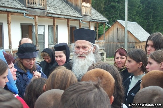 Fr. Iustin with a group of pilgrims (32)