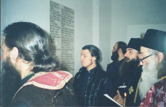 Fr. Iustin celebrating a panikhida for those who died in a communist atheist prison (6)