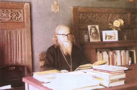 Fr. Sophrony at his writing desk (7)