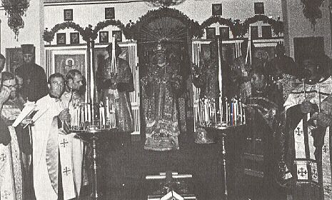27. Metropolitan Ireney censing during the Polielei