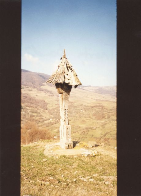 Cross from Dostina - 'Dealul Caselor' (hill of houses) in the back